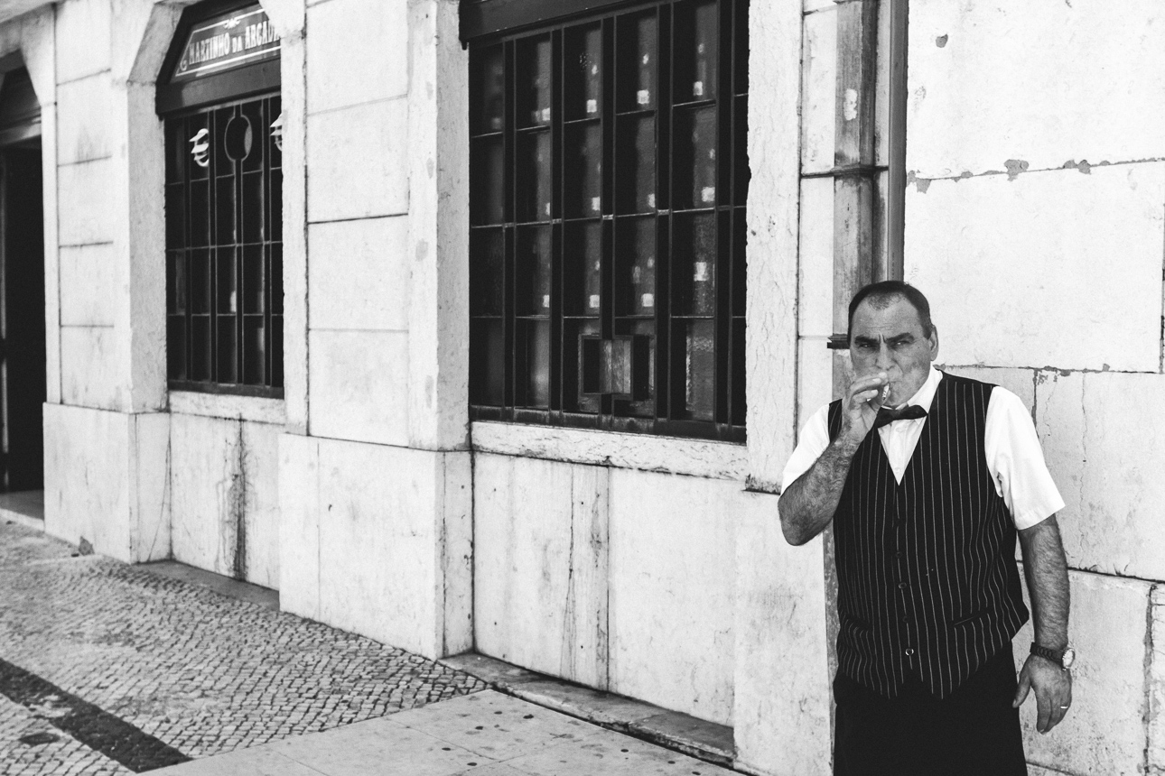 Lissabon_man smoking_2014
