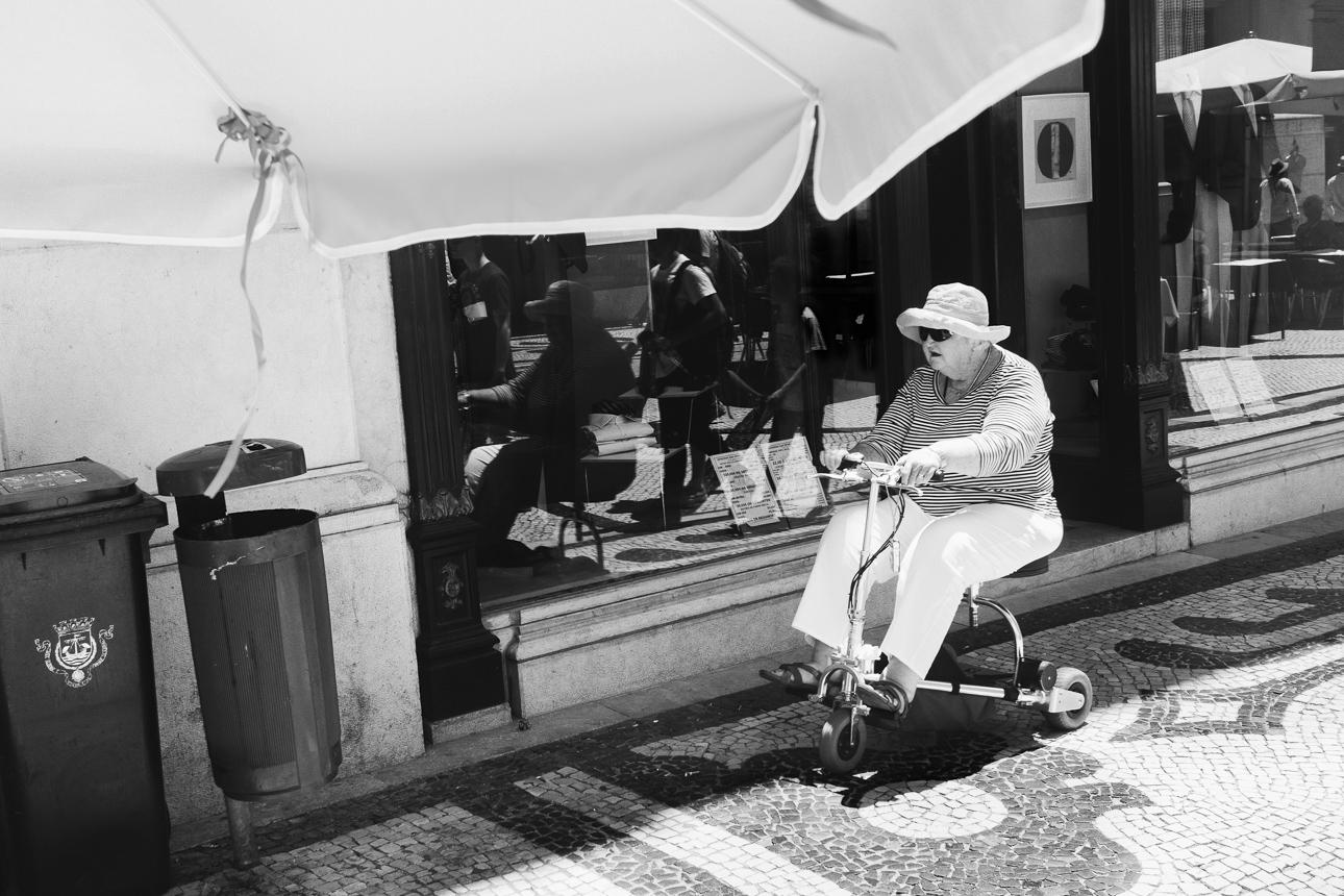 Lissabon_womanwheelchair_2014